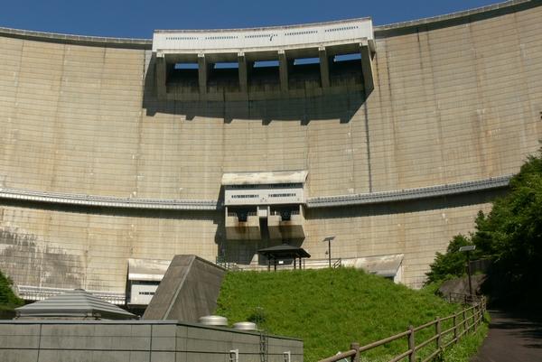 ダム下流広場