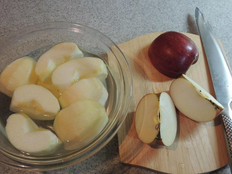 リンゴを切ります