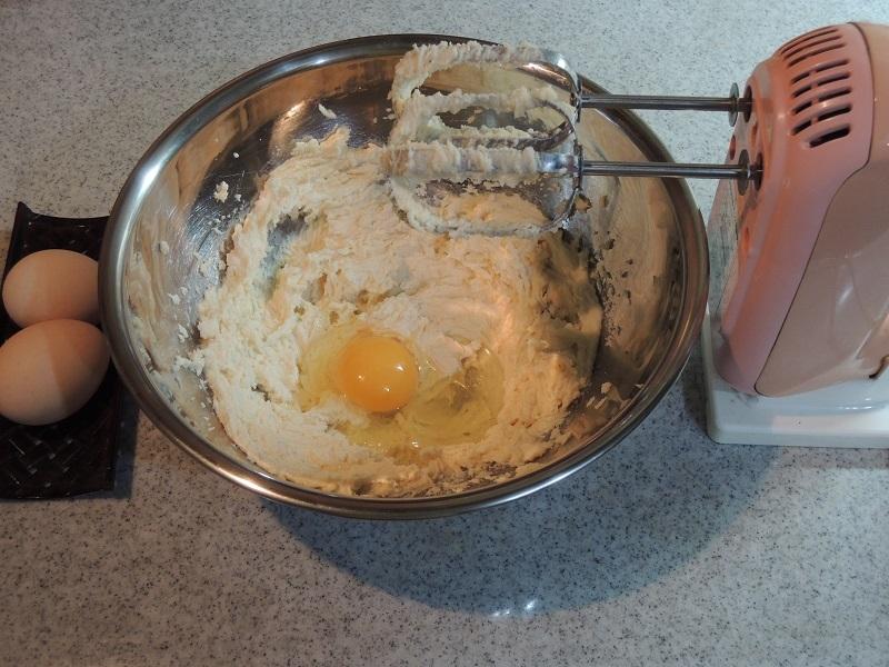 そこに卵を3つ