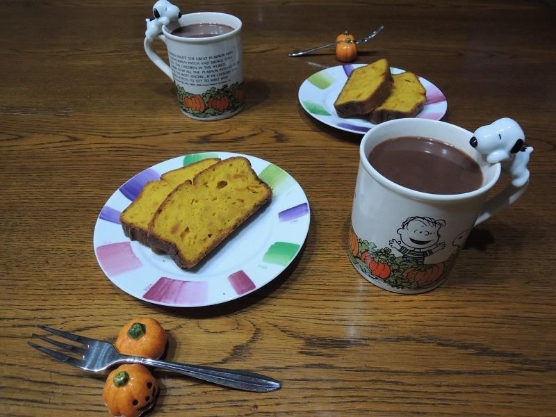 カボチャのケーキとココア
