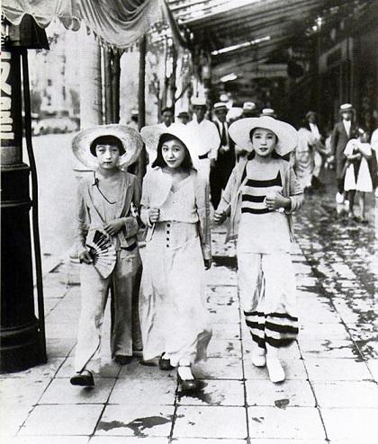 モガの例(1928年 銀座)