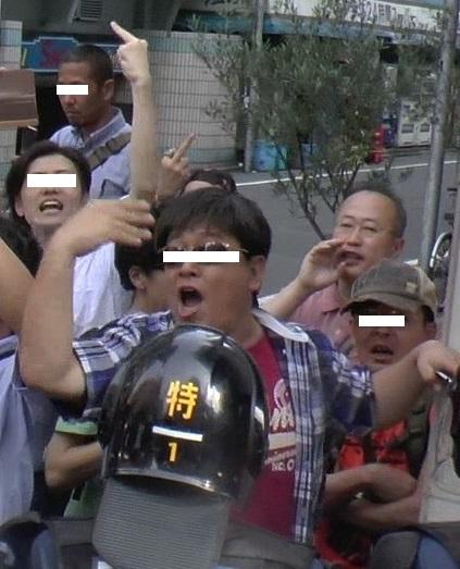 「在日外国人犯罪追放デモ」に対抗する有田芳生としばき隊(現C.R.A.C.)新大久保にて 2013年6月30日