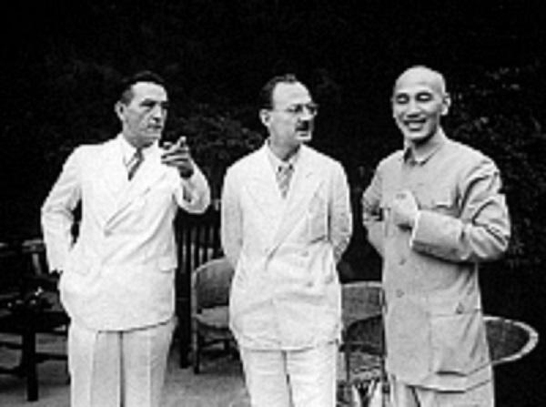 クレア・L・シェンノートとオーウェン・ラティモアと蒋介石