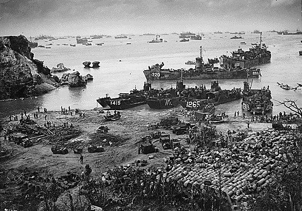 沖縄戦(うちなーいくさ)の最中に建設される「普天間飛行場」 ~ その周辺に嬉々として群がる人々