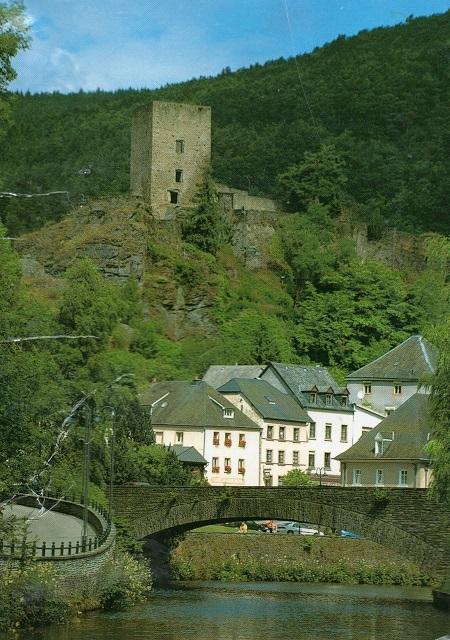 エッシュ・シュル・シュール(Esch-sur-Sure)城と街並み