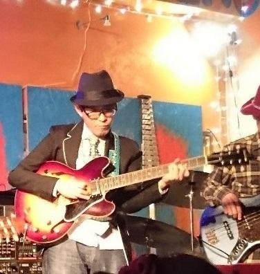 キャリーGさんのギターたまらん。