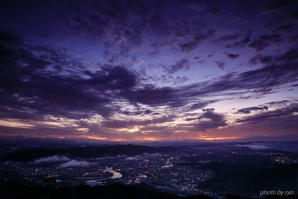 霧の少ない朝、焼けた雲_1