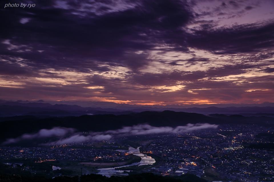霧の少ない朝、焼けた雲_2