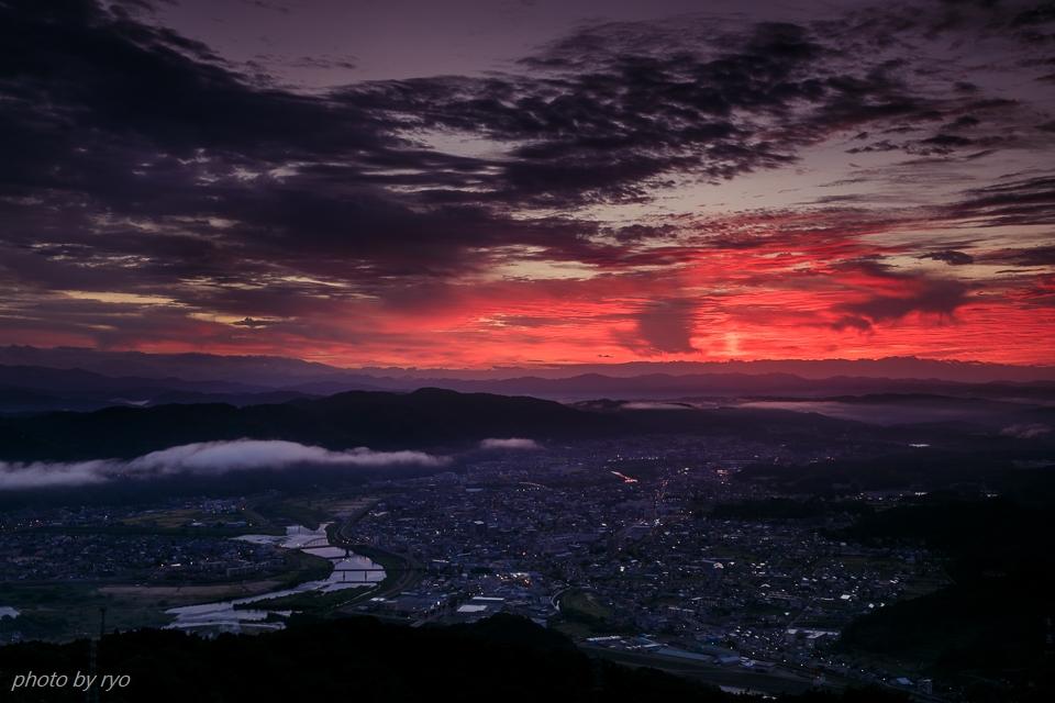 霧の少ない朝、焼けた雲_3