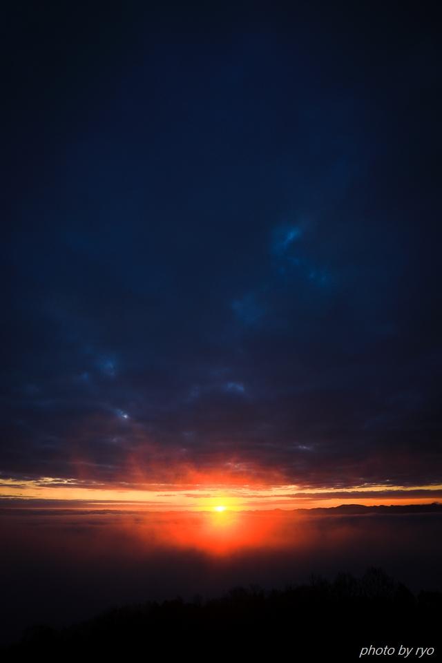 雲と稜線の隙間から_3