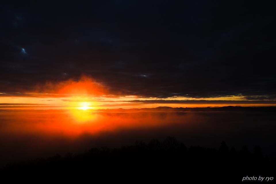 雲と稜線の隙間から_4