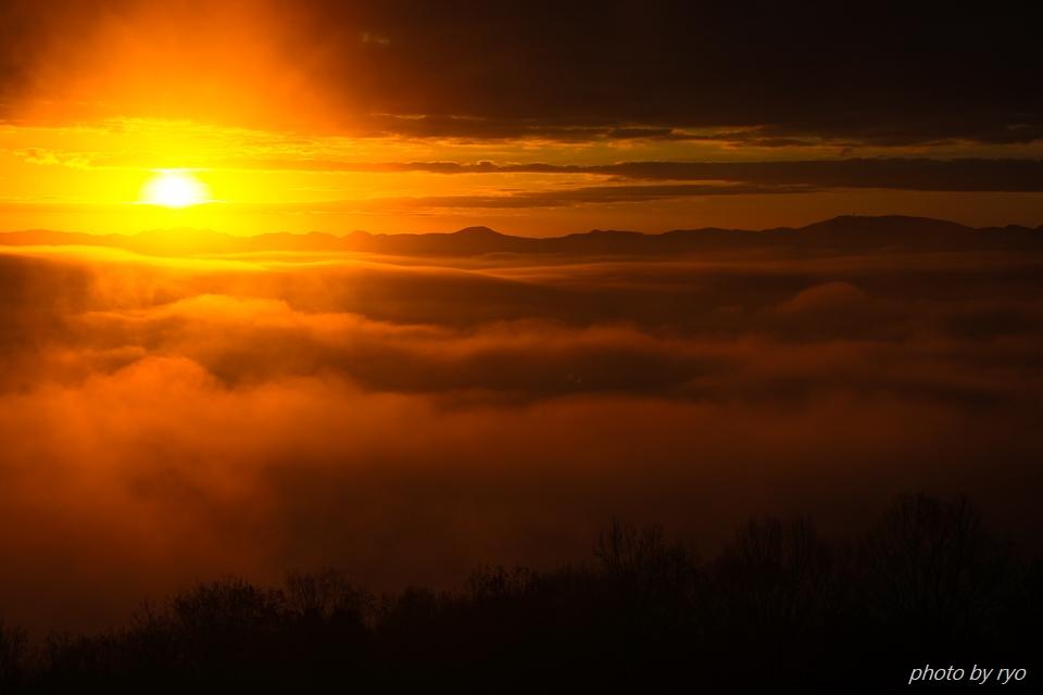 雲と稜線の隙間から_5