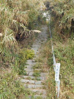 3_六連島灯台入口