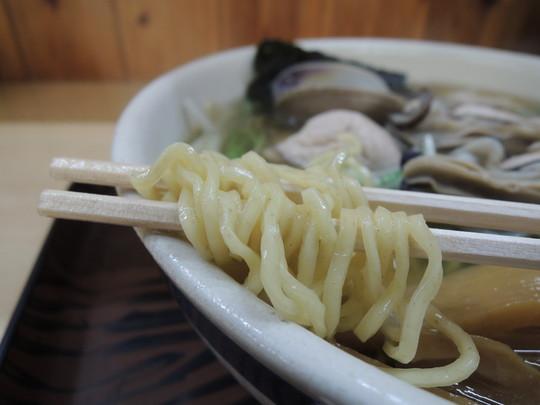かきラーメン(魚醤)細麺の麺