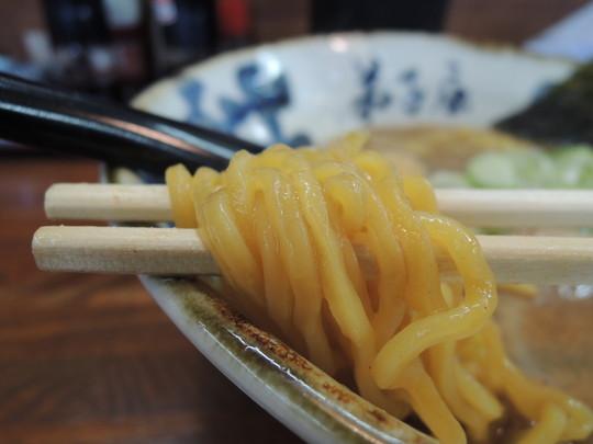 魚介しぼり醤油の麺