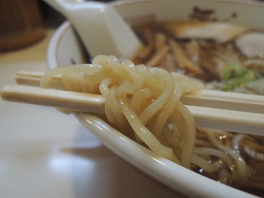 醤油ラーメンの麺