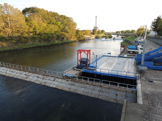 千歳川のインデアン水車