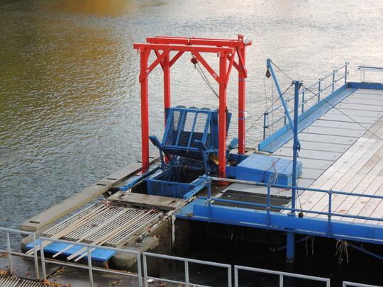 千歳川のインデアン水車(拡大)