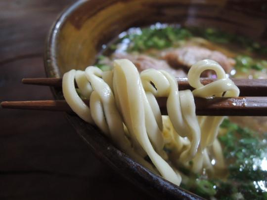 ソーキそば(大)の麺
