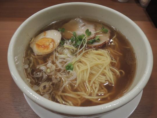 醤油らーめん(680円)