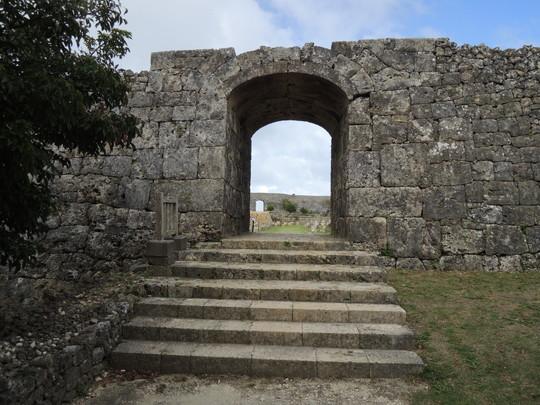 中城城跡(南の廓と一の廓の間の門)