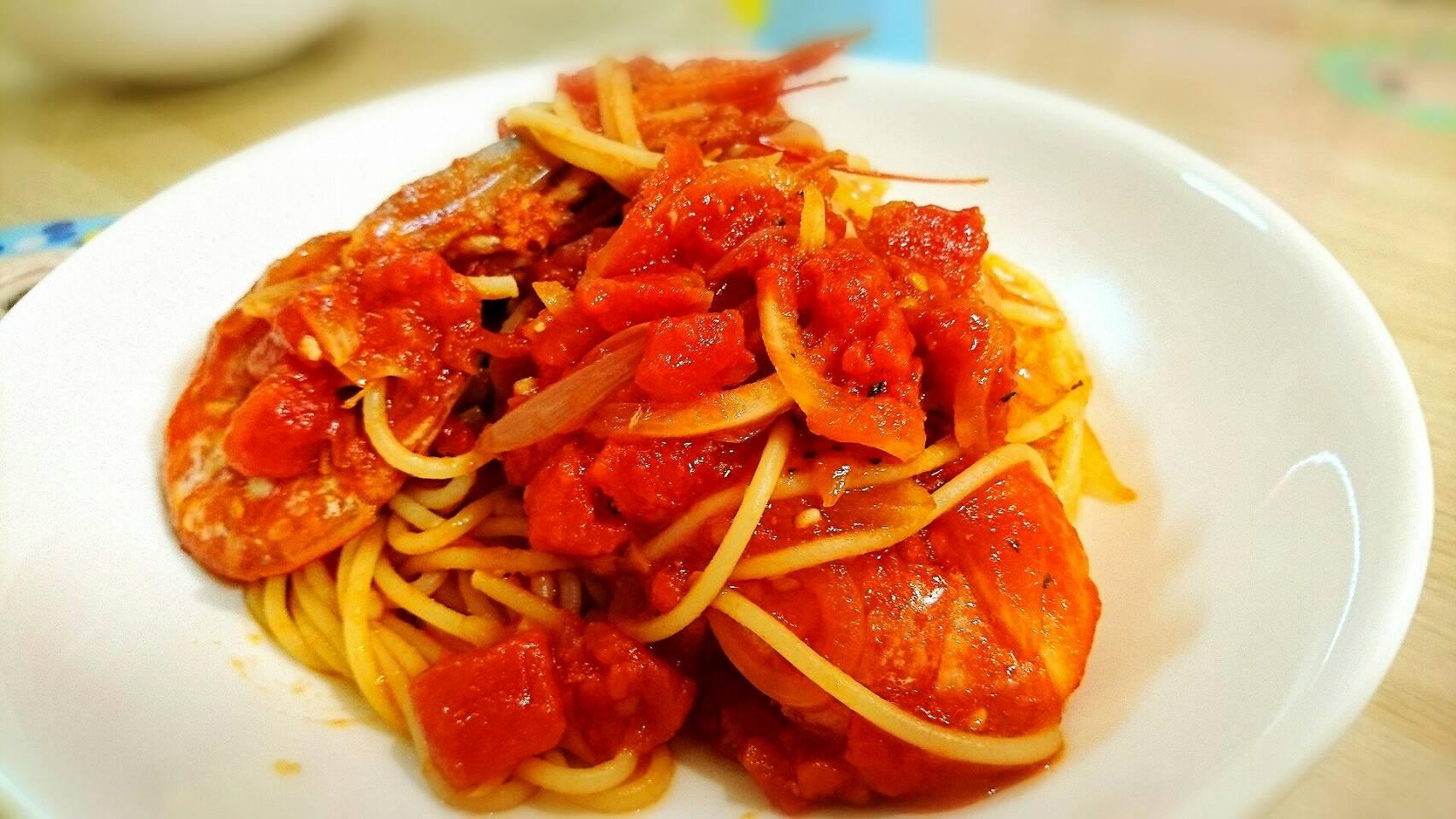 海老の風味が香ばしい海老のトマトソーススパゲティー