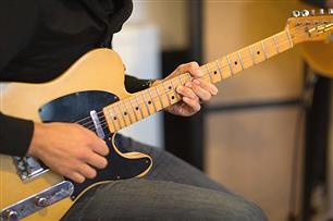 ギターショップで「エレキギター」欲しいけど殆ど弾けないから試奏できないし・・・