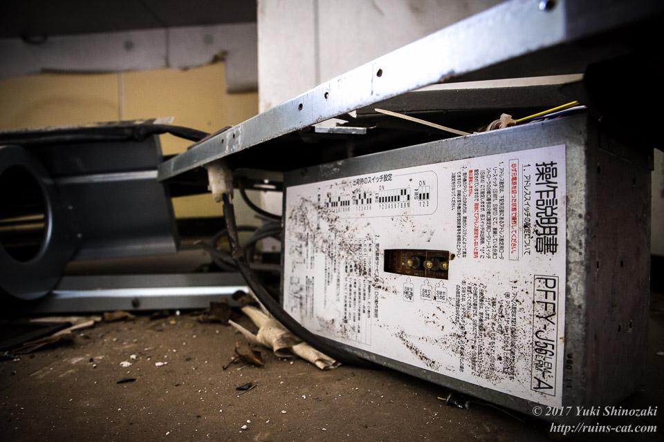 破壊された空調機器