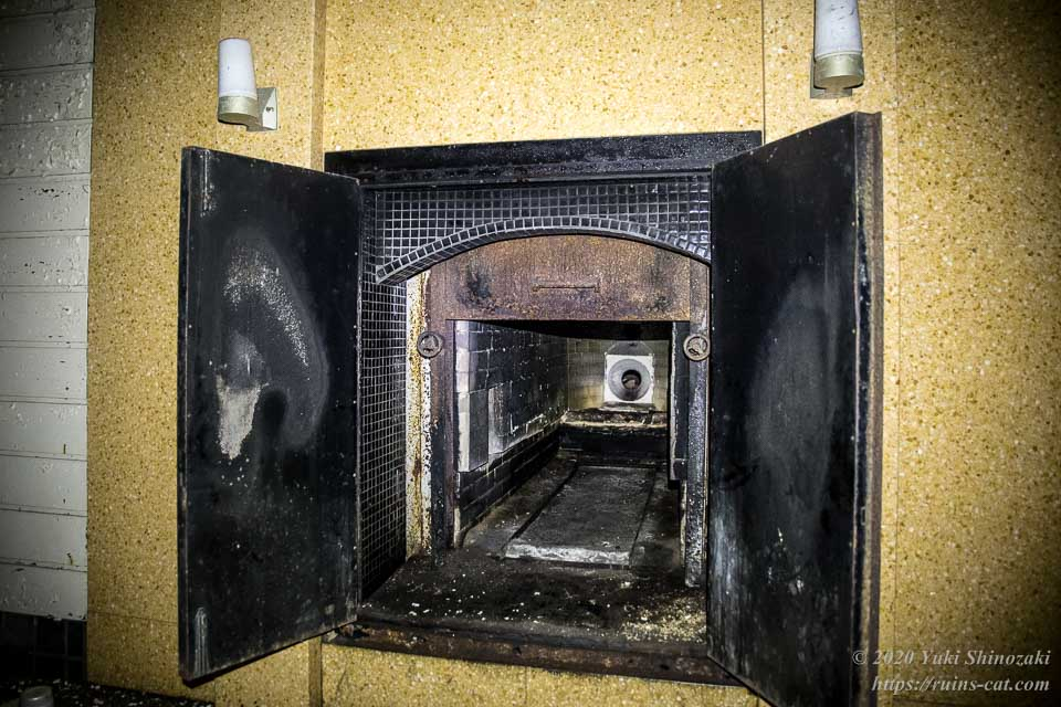 火葬炉の内部
