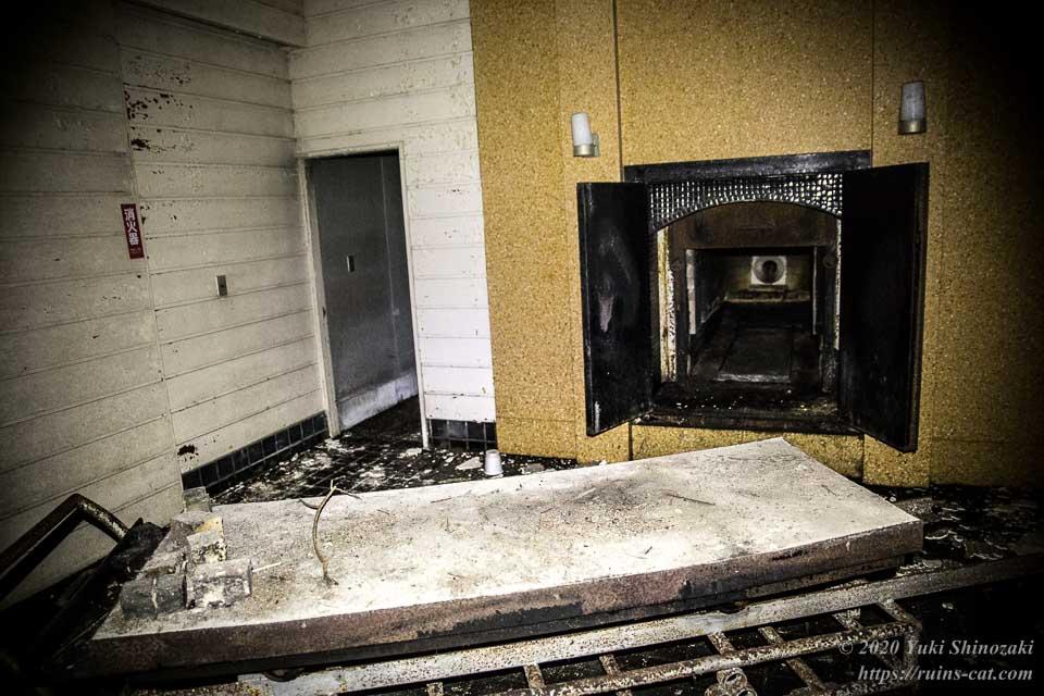 【御宿町火葬場】火葬炉と火葬台