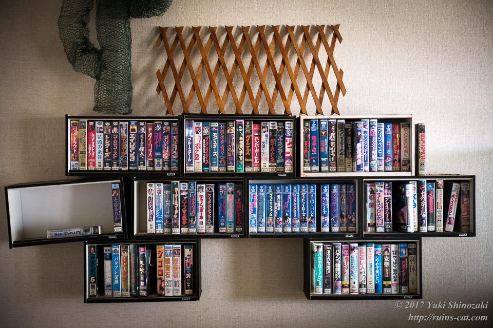 残された大量の映画ビデオ