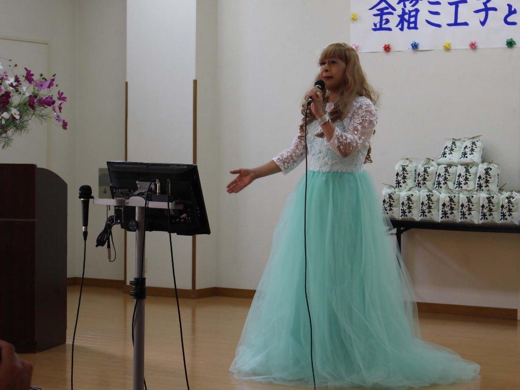 薄緑ドレス舞台(14)