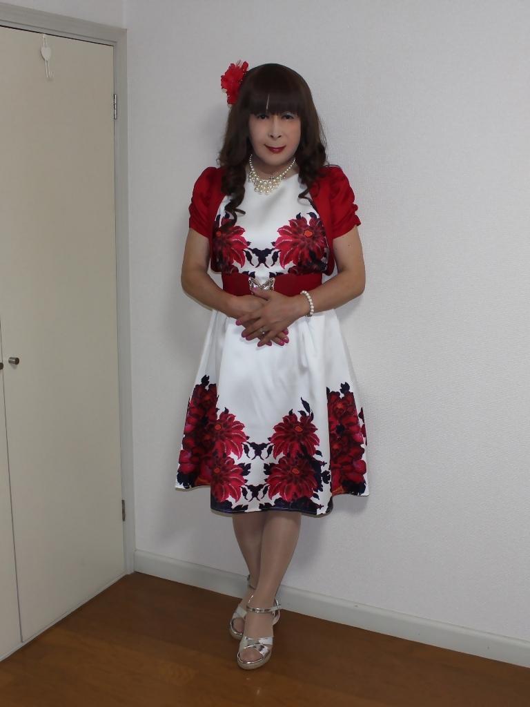 裾花柄のショートドレス部屋(2)