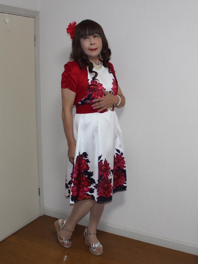 裾花柄のショートドレス部屋(3)