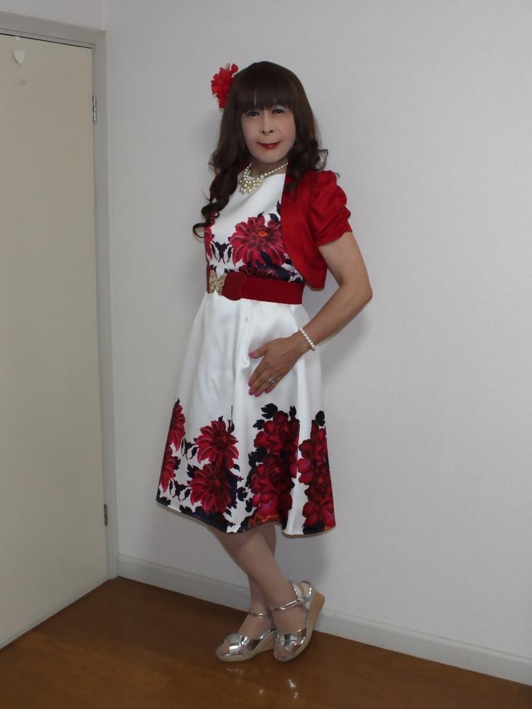 裾花柄のショートドレス部屋(4)