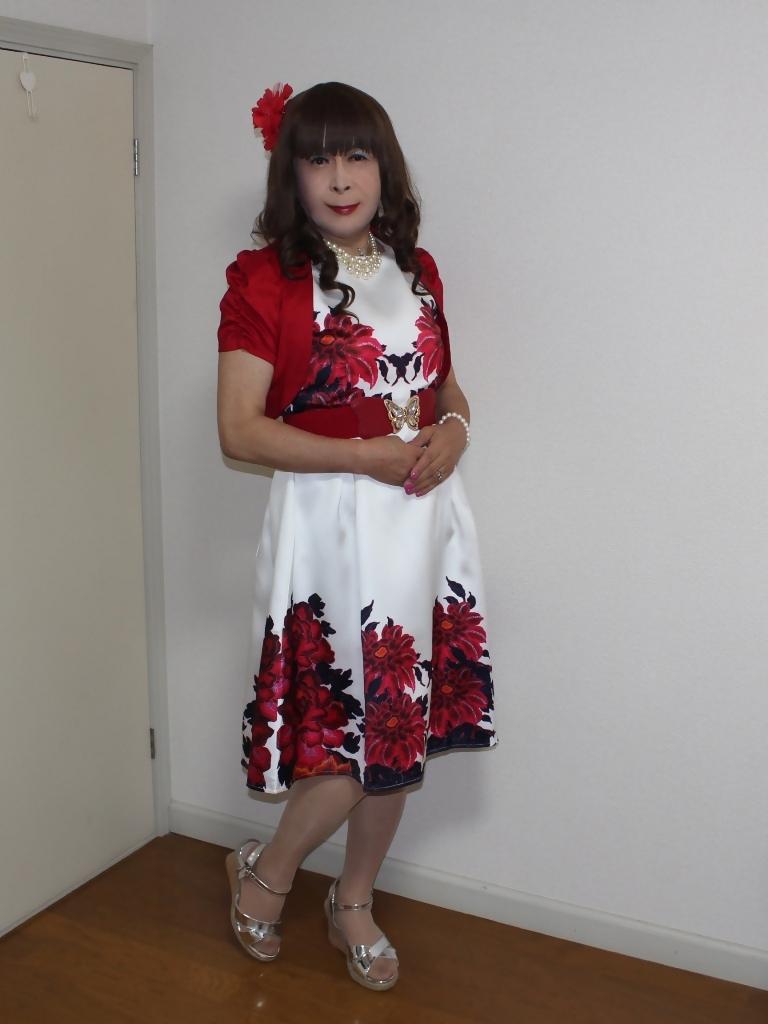 裾花柄のショートドレス部屋(5)