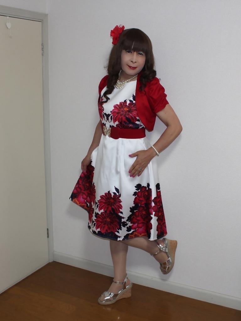 裾花柄のショートドレス部屋(6)