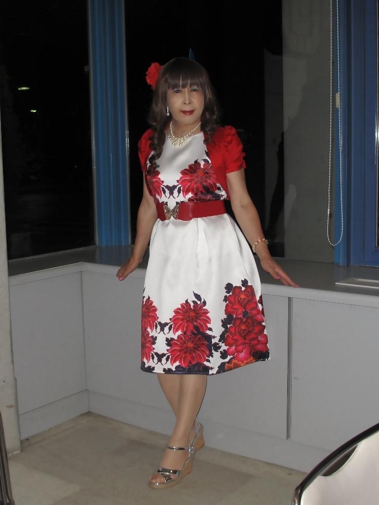 裾花柄のショートドレスロビー(1)