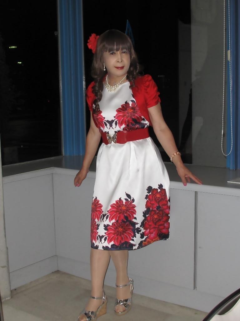 裾花柄のショートドレスロビー(4)