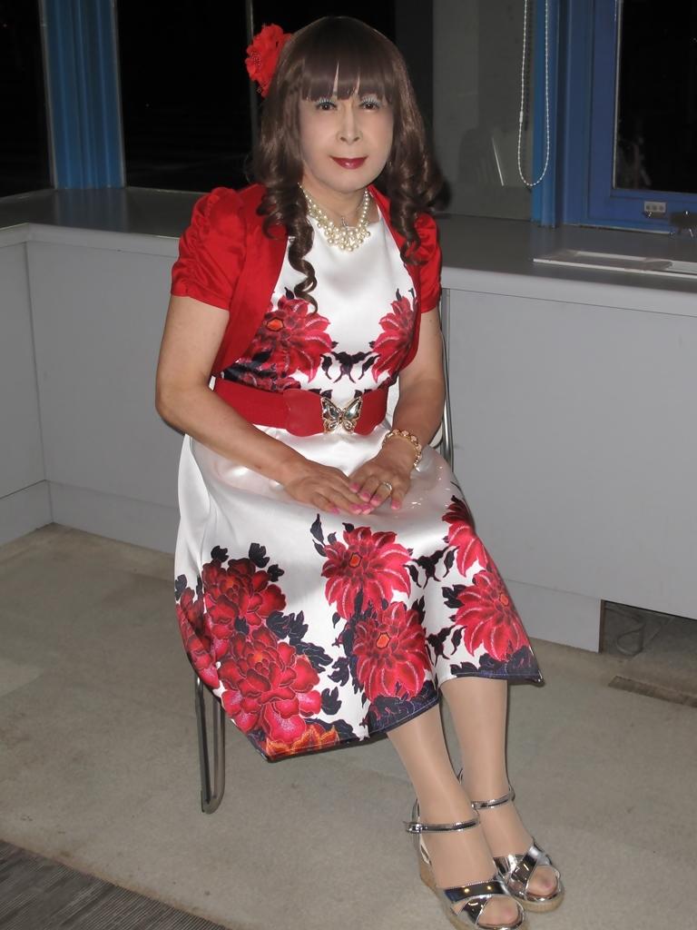 裾花柄のショートドレスロビー(6)