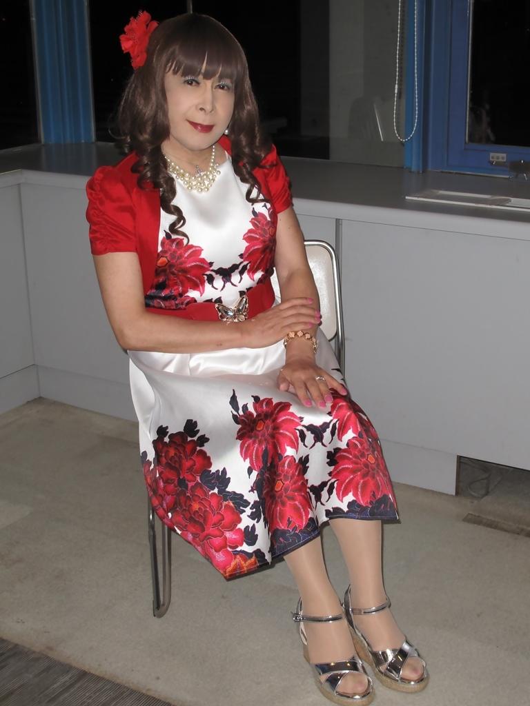 裾花柄のショートドレスロビー(7)