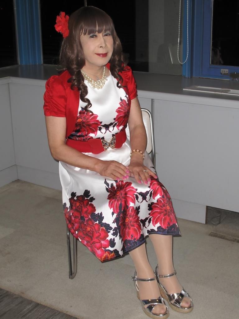 裾花柄のショートドレスロビー(8)