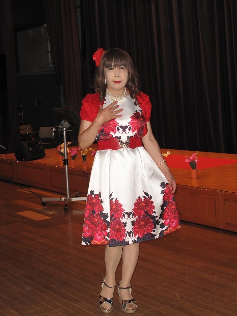 裾花柄のショートドレス舞台(1)
