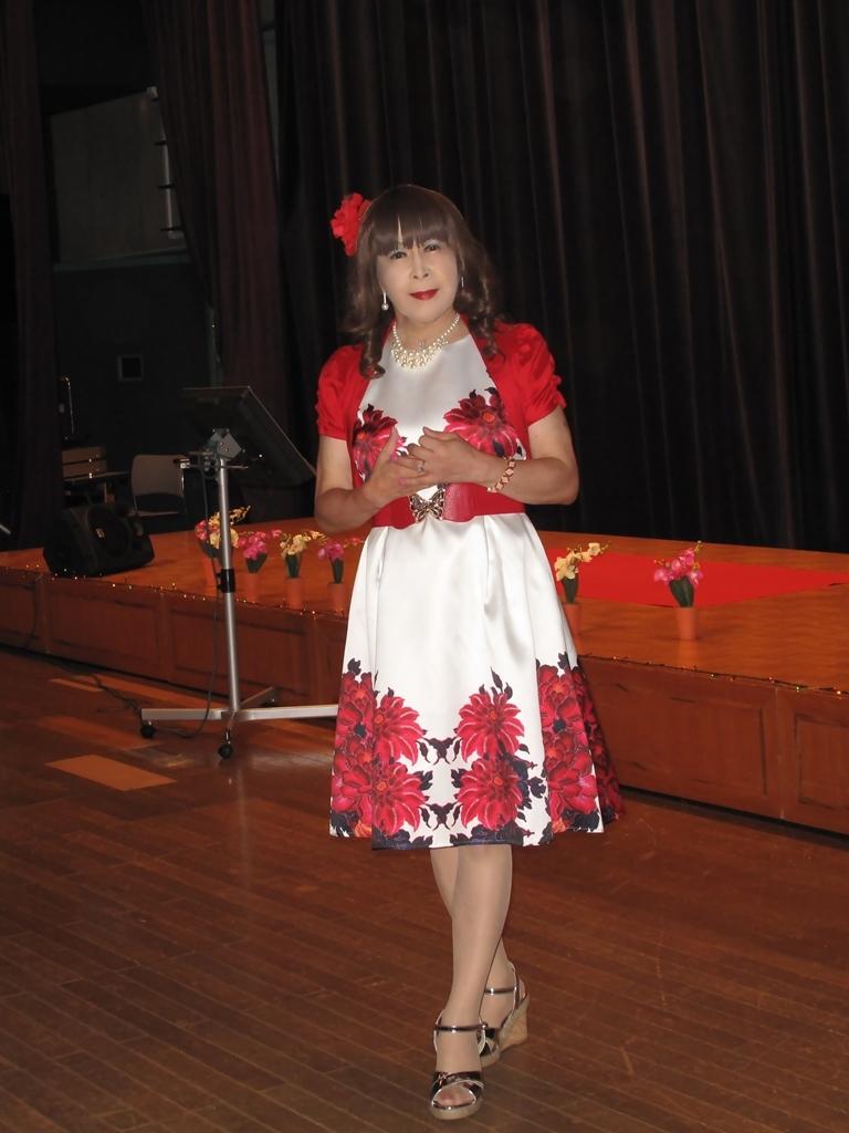 裾花柄のショートドレス舞台(2)