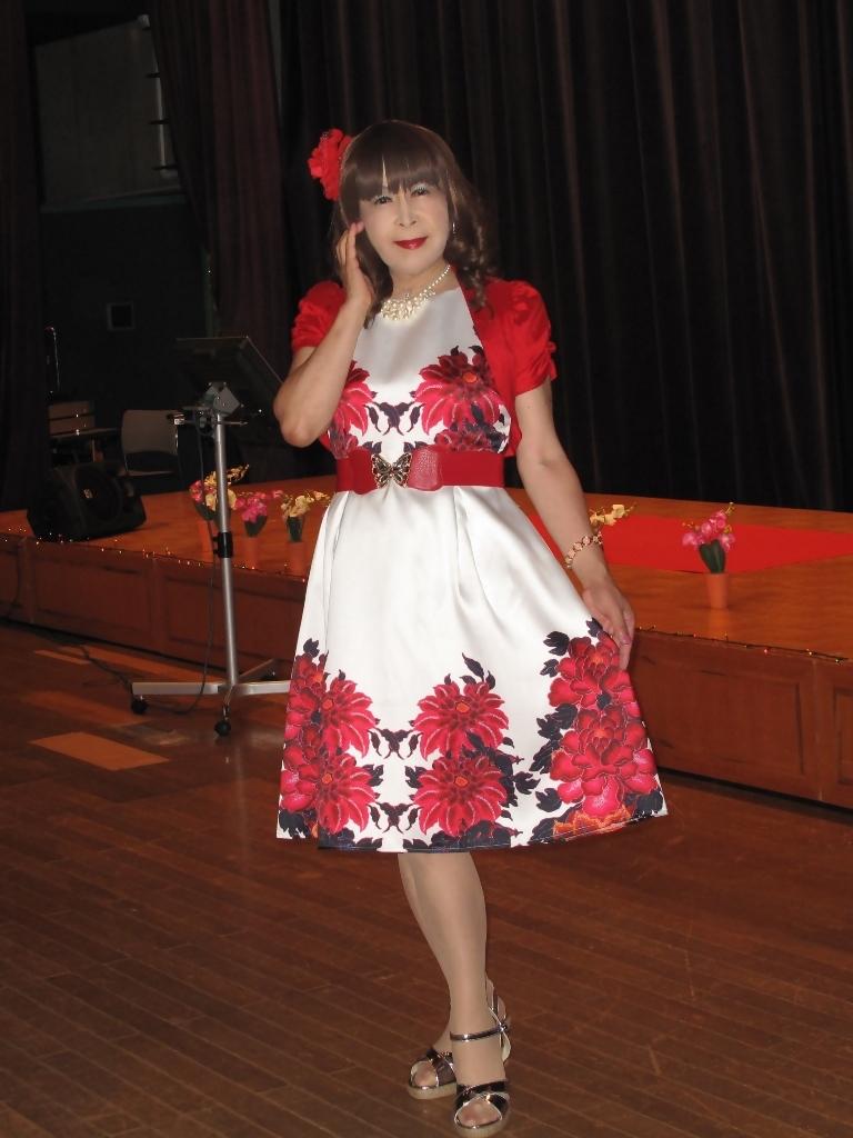 裾花柄のショートドレス舞台(3)