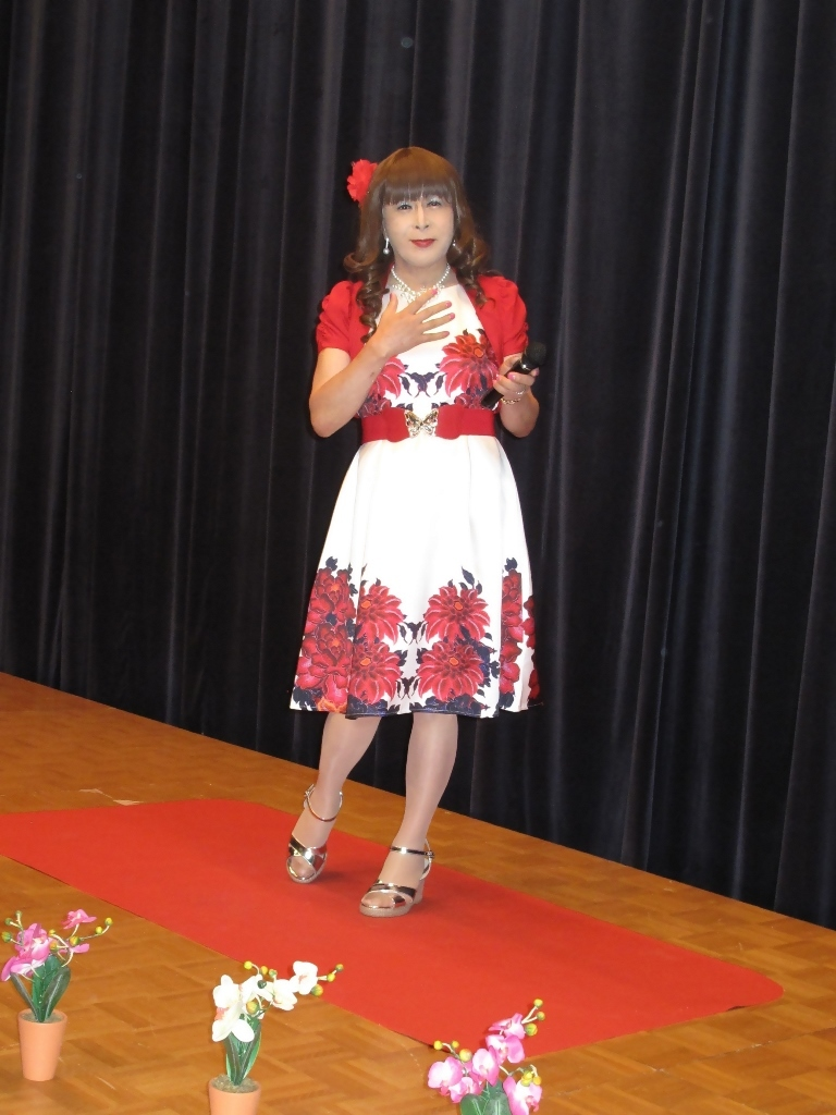 裾花柄のショートドレス舞台(4)