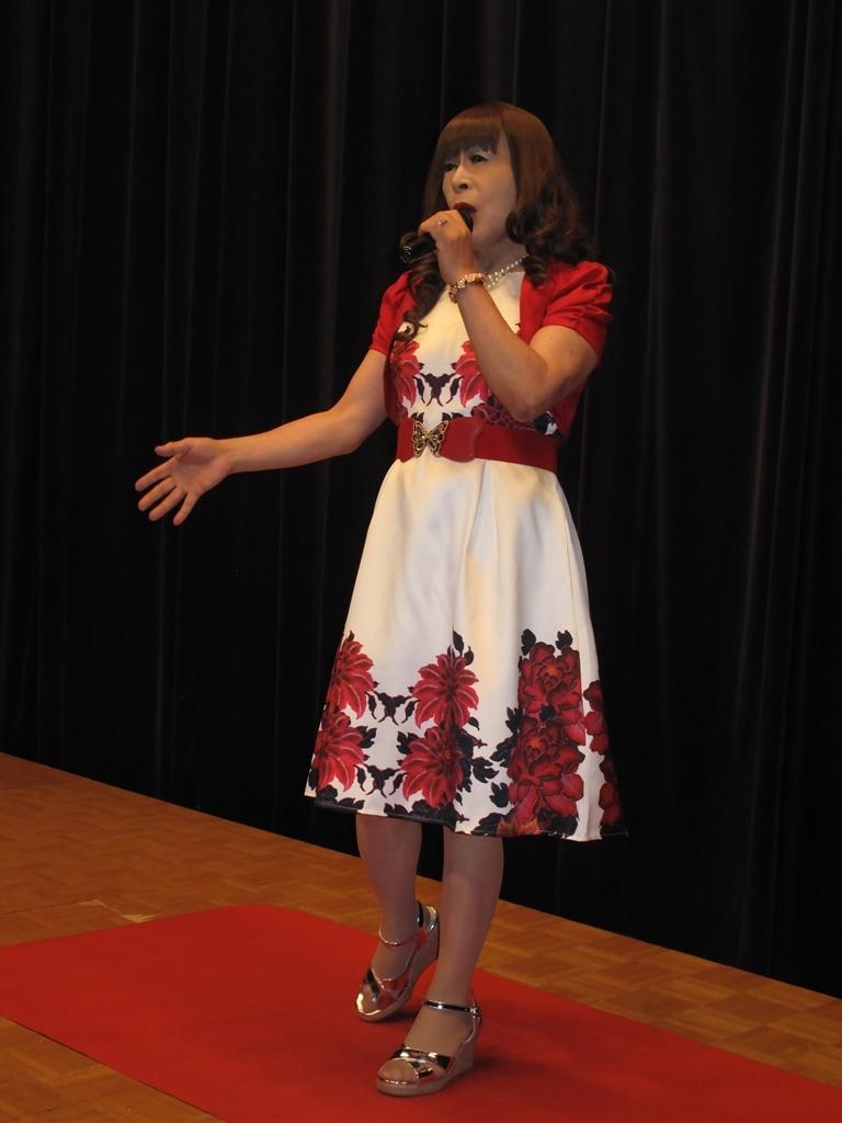 裾花柄のショートドレス舞台(5)