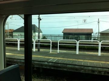 国府津駅から海が見える
