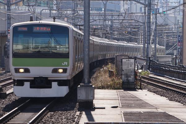2017-11-25 山手線E231系トウ552編成 上野・池袋方面行き