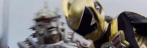 戦隊ヒーロー、ゴーオンゴールドがやられまくる